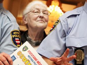 Brněnští strážníci školí seniory v oblastech, kde by mohli být ohroženi. Zájem je stále větší