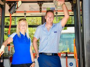 FOTO: Řidiči a zaměstnanci dopravního podniku dostanou nové uniformy