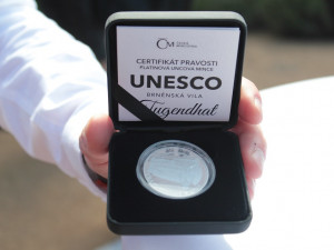 Jedinečná brněnská vila Tugendhat má svoji vlastní platinovou minci