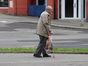 Senior zmizel z nemocnice. Ztraceného dědečka pomohli najít jeho spoluobčané