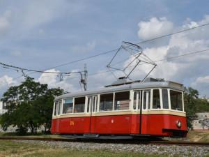V Brně představili zrenovovanou tramvaj 4MT z 50. let