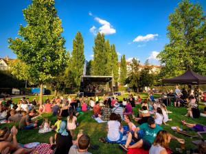 Hudba za každého počasí! Na posledním City Pikniku vystoupí Mirai a Xindl X