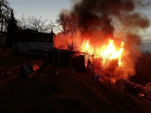 Kvůli nedopalku vzplálo stanové obydlí bezdomovců. Jeden z nich požár nepřežil