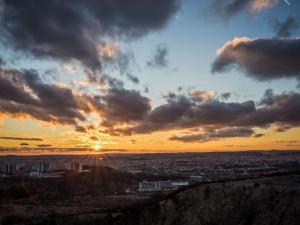 Brno chce do roku 2030 snížit emise oxidu uhličitého téměř o polovinu