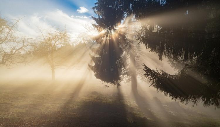 POČASÍ NA PÁTEK: V pátek nás čeká oblačné ráno, polojasný den a deštivý večer