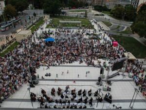 Open air koncert na piazzettě před Janáčkovým divadlem zahájí novou divadelní sezonu
