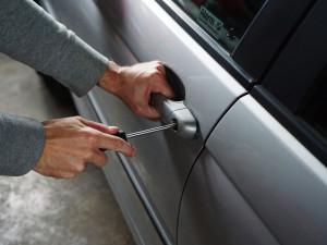 DRBNA RADILKA: Jak ochránit svoje auto před zloději?