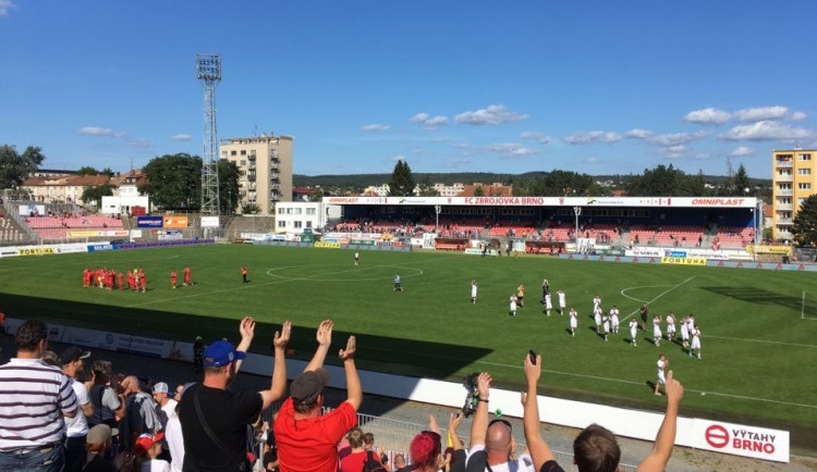 Brněnské derby ovládla Zbrojovka. Marvany porazila před zaplněnou Srbskou 2:0