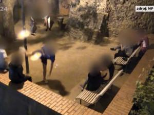 VIDEO: Skupina teenagerů se vydala pod Petrov kopat do lampy. K výtržnictví jim odvahu dodal alkohol
