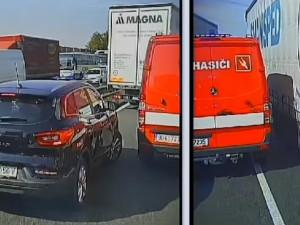 VIDEO: Nejtěžší nebyl zásah, ale cesta k němu. Řidiči včera na D1 nevytvořili hasičům záchrannou uličku