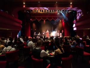 FOTO: V Brně otevřel stylový kabaret. Láká na extravaganci a francouzský šarm