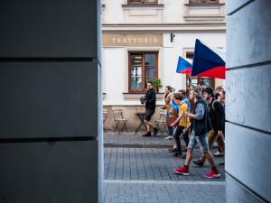 FOTO: Stovky lidí v Brně demonstrovaly proti Babišovi