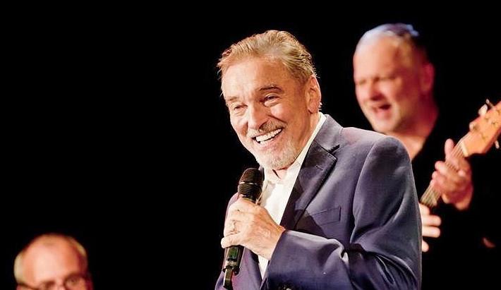GLOSA: Sympaťák, bavič, a především velký zpěvák... Karel Gott dokázal strhnout celé generace