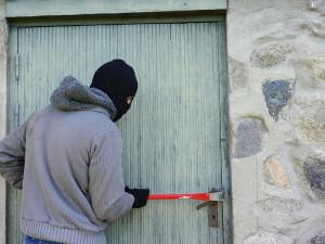 Muž v Brně zamkl na půdě dva zloděje, chtěli mu ukrást příbory