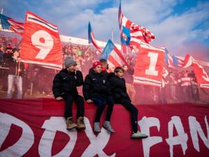 FOTOGALERIE: Lužánky ožily fotbalem. Legendy se rozešly smírem, v bitvě Áček uspěla Zbrojovka