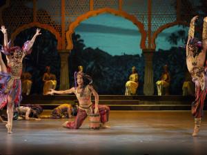 Janáčkovo divadlo se o víkendu promění v Mahárádžův palác s chrámovými tanečnicemi Bajadérami