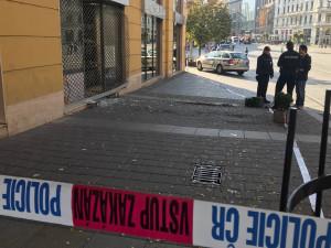 Zloději vytrhli autem dnes nad ránem mříž klenotnictví v centru Brna a ukradli šperky za miliony