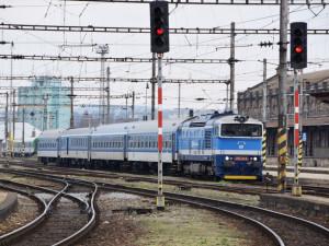 Provoz na trati mezi Brnem a Břeclaví zastavilo stržené vedení