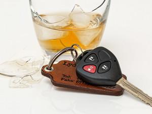 Zabavený řidičák ani zákaz řízení ho nezastavil. Opilého muže policie chytila během hodiny hned dvakrát