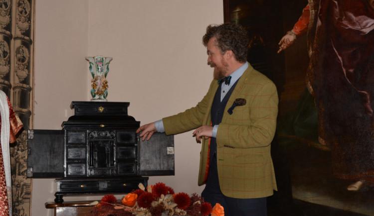 FOTO: Zašlý lesk navrácen. Brněnští restaurátoři ukázali plody své práce na slavkovském zámku