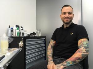 Tetování bylo kdysi okrajová záležitost. Dneska už je pro lidi přirozené, říká tatér Jiří Vintr