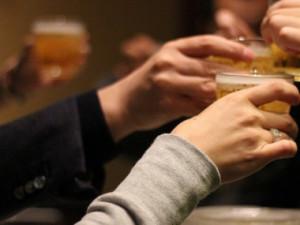 Muž údajně koupil skupince čtyř mladíků alkohol. Nejvíce nadýchali dvanáctiletý a šestnáctiletý