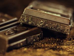 Mladý muž ukradl čokoládu a dva půllitry rumu. Hrozí mu až tři roky za mřížemi