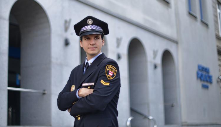 Každodenní hrdinství spočívá v drobných úkolech, říká mluvčí brněnských strážníků Jakub Ghanem