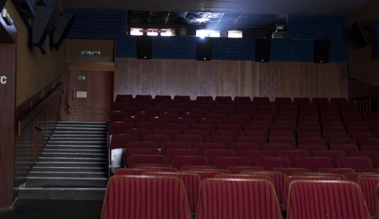 Kino Lucerna představí zimní komedii sAnnou Polívkovou, návrat rodiny Addamsových nebo souboj legendárních automobilek