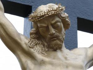 Zloděj ukradl sochu Krista