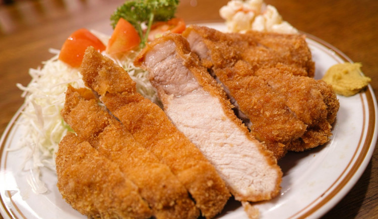 Žena bez peněz si v Brně objednala polévku, sekanou, karbanátek, řízky s kaší a dva saláty