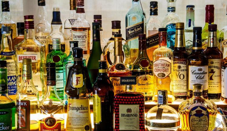 Tvrdý alkohol a tabák od příštího roku podraží. Za krabičku cigaret zaplatíte až o třináct korun více