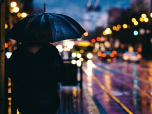POČASÍ NA STŘEDU: Kapka za kapkou. Celý den déšť, k večeru i vydatnější