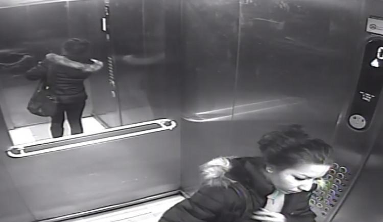 FOTO/VIDEO: Muž z Brna chtěl pomoci ženě v nouzi. Nouzí teď bude trpět on, odnesla si celé jeho úspory a zmizela