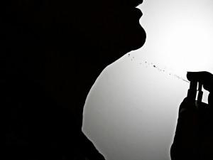 """Zákazník v Brně neodolal pobídce """"Get ready"""" na toaletní vodě. Láhev otevřel a vůni nanesl"""