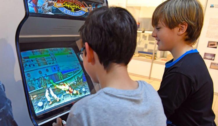 Mario, Tetris, Pac-Man. Technické muzeum zve na turnaj devadesátkových her