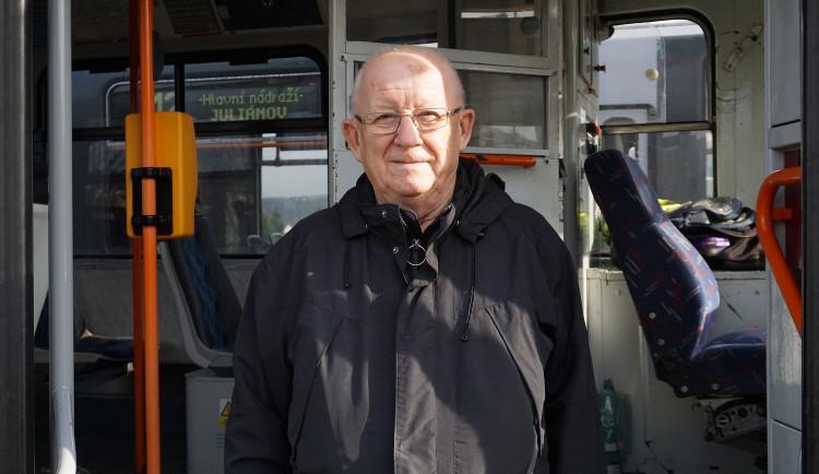(NE)OBYČEJNÍ: Miluji zašumění při projetí výhybkou a vůni ručních brzd, říká legendární brněnský řidič Ivan Nedělka
