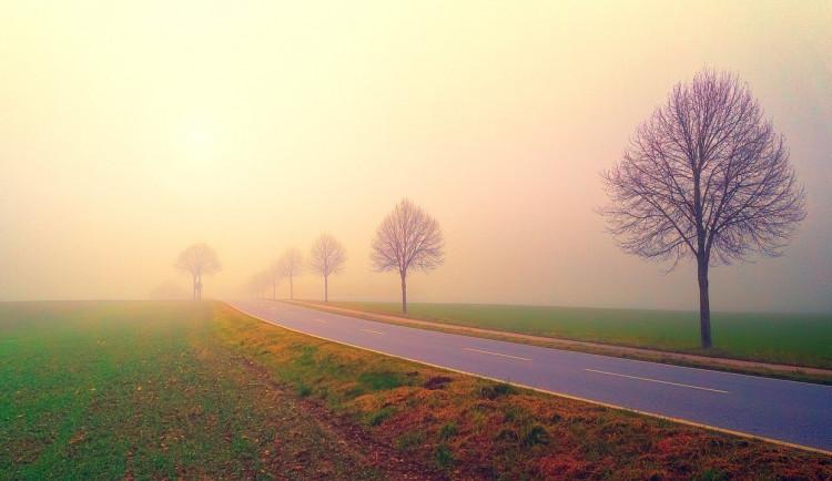 POČASÍ NA STŘEDU: Ráno se opět objeví mlhy, odpoledne může pršet