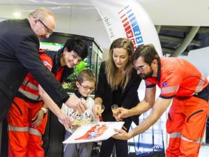 Jihomoravští záchranáři nafotili charitativní kalendář, výtěžek pomůže dětem se zrakovým postižením