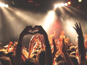 Velvet Club Revolution. Listopadové oslavy dnes v noci zakončí párty v sedmi klubech najednou