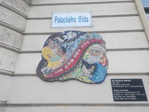 FOTO: Sir Nicholas Winton má v Brně opět pamětní desku. Tu předchozí někdo ukradl