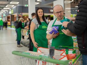 Při víkendové sbírce potravin darovali lidé rekordních 382 tun jídla