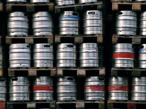 Dvojice ukradla z brněnské hospody čtyři sudy od piva. Žena s nimi daleko neutekla