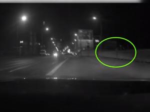 VIDEO: Brněnští policisté na poslední chvíli chytili ženu, která se chtěla zabít skokem z mostu