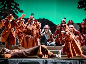 Advent v Národním. Na divadelní prkna se vrací Hry o Marii a legendární Liška Bystrouška