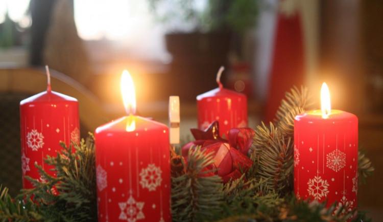 Je na čase zapálit druhou svíčku. Druhá adventní neděle je tady