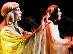 Chystejte blyštivé oblečky, vpůlce prosince vypukne ABBA mánie!