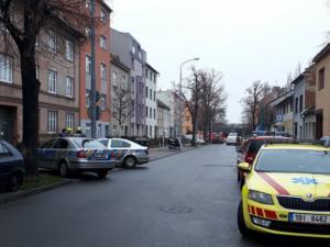Na Šámalově zemřel muž v bytě plném chemikálií. Policisté evakuovali dvě desítky lidí, situace je prý nebezpečná