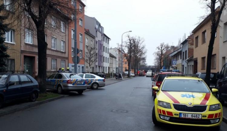 Ohrožení chemikáliemi pokračuje. Policisté v noci evakuovali obyvatele dalších domů na Šámalově
