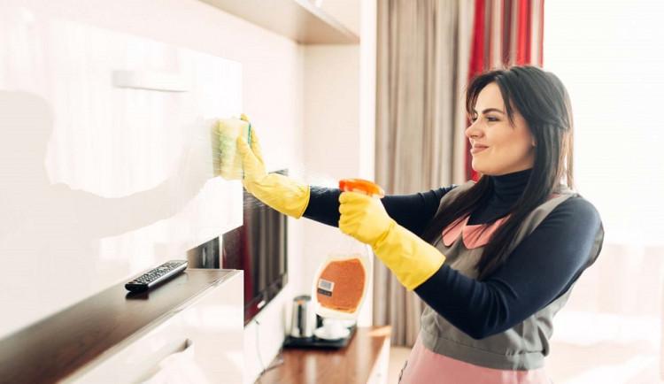 Čistý a útulný domov bez mrknutí oka? Moni! zajišťuje kompletní péči o domovy či kanceláře